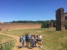 students explore Roman ruis